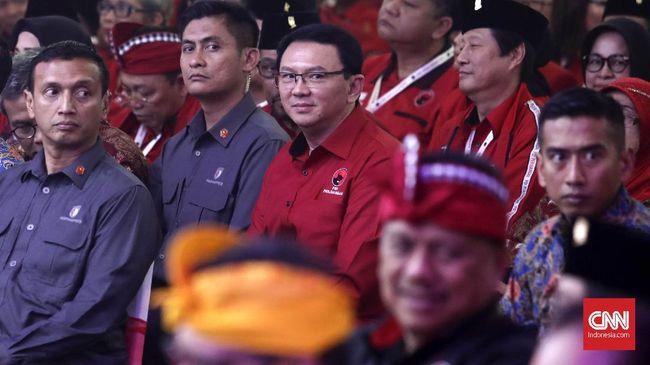 Ahok hadir di Kongres V PDIP sebagai salah satu kader partai banteng. Sebelum jadi kader PDIP, Ahok adalah kader Partai Gerindra.