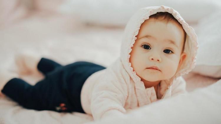 Nama bayi perempuan Islami berikut bisa jadi pilihan Bunda dan Ayah.
