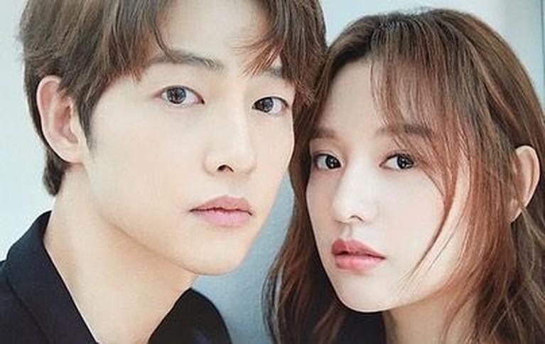 Terakhir keakraban mereka terlihat jelas di pemotretan sebuah majalah Jepang. Foto ini juga membuat netizen menjodohkan mereka karena wajah kedua artis terkenal itu mirip.