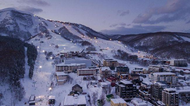 Tak perlu jauh-jauh ke Eropa, karena kegiatan ski juga bisa dilakukan di Asia.