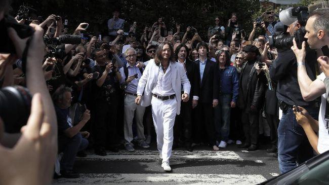 Pengecatan ulang Abbey Road dirasa tak mungkin dilakukan saat musim ramai turis.