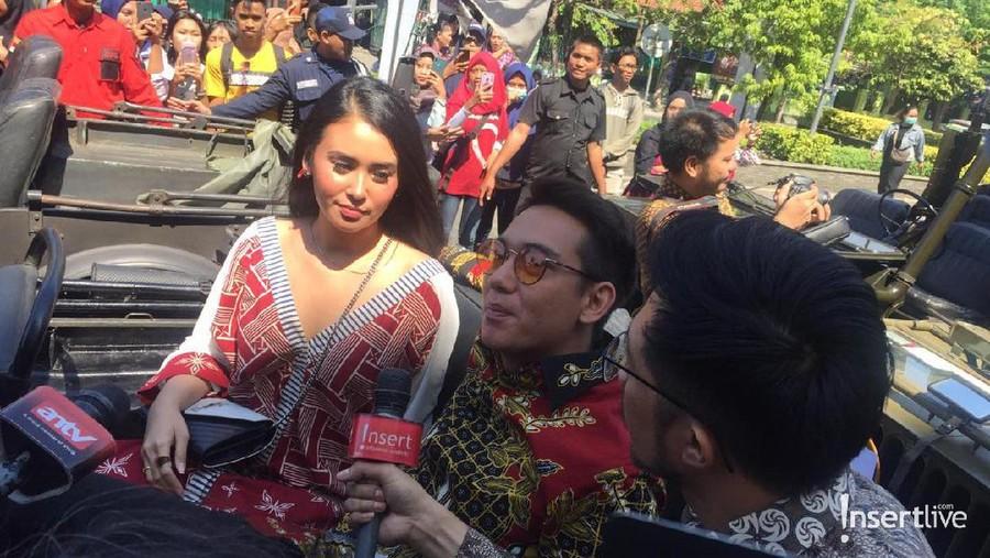 Warga Surabaya Serbu Gala Premier Film Bumi Manusia dan Perburuan