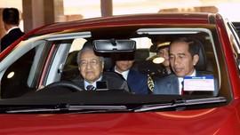 Jokowi Numpang Mobnas Malaysia, Disopiri Mahathir