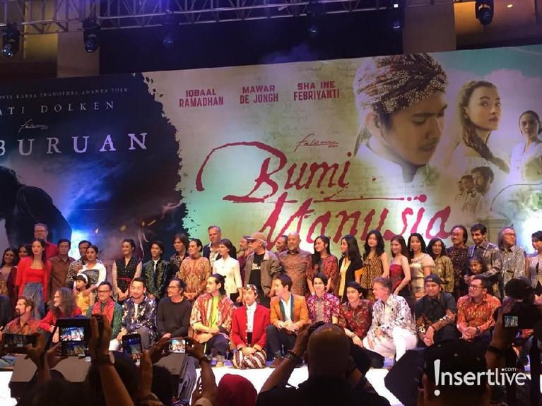 Gala premier film Bumi Manusia dan Perburuan berlangsung meriah digelar di Surabaya, Jawa Timur. Berikut sederet potret kemeriahannya.