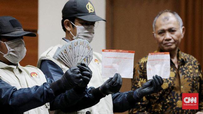 KPK menduga uang Rp2 miliar yang menjadi bukti transfer merupakan uang pemulus untuk 'mengunci' kuota impor bawang putih.