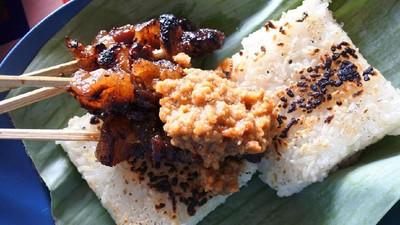 Resep Sate Maranggi, Khas dengan Sambal Oncom & Uli Bakar
