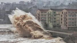 China Timur Dihantam Hujan-Angin Kencang Imbas Topan In-Fa