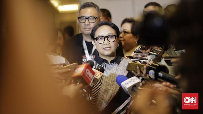 Menlu Retno LP Marsudi memaparkan prioritas diplomasi dalam periode kedua Joko Widodo, salah satunya terkait ekonomi yang berhubungan dengan sawit Indonesia.