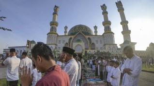 Kasus Corona Naik, Masjid Terbesar di Ternate Gelar Salat Id