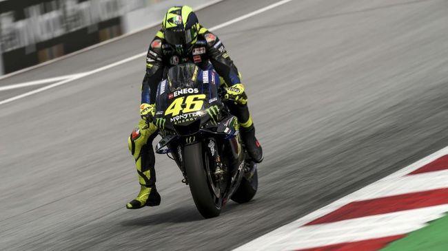 Mantan manajer Valentino Rossi, Carlo Pernat menyebut The Doctor tak lagi berani mengambil risiko dalam balapan MotoGP.