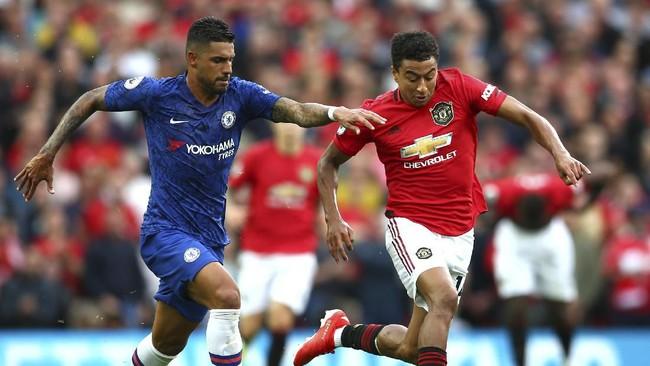 Manchester United meraih kemenangan telak atas Chelsea pada laga pekan perdana Liga Inggris di Stadion Old Trafford, Minggu (10/8).