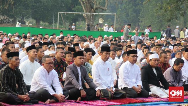Jokowi Salat Idul Adha di Lapangan Astrid Kebun Raya Bogor