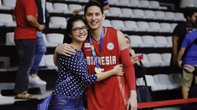 Mikha Tambayong dan Daniel Wenas pamer kedekatan ke publik pada Februari 2018 silam.