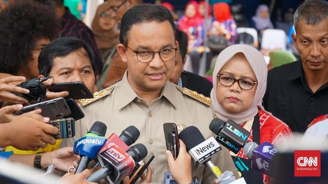 Kalah Gugatan, Anies Didesak Bersihkan Trotoar dari PKL