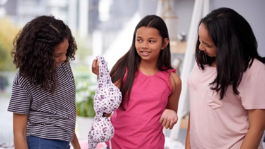 Usia Berapa Baiknya Anak Mulai Pakai Bra?