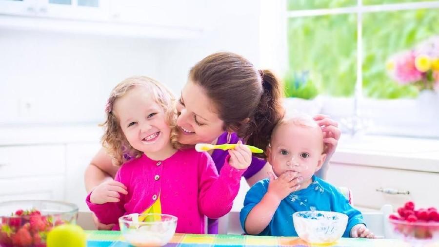 Kapan Bayi Diperbolehkan Makan Yoghurt?