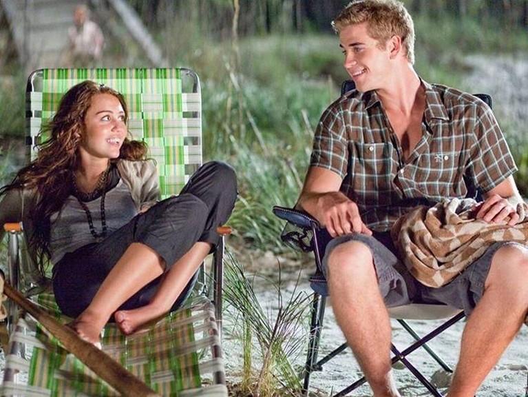 Liam Hemsworth dan Miley Cyrus pertama kali bertemu saat bermain dalam film The Last Song di tahun 2012. Asmara mereka pun bermula dari kedekatannya lewat film itu.