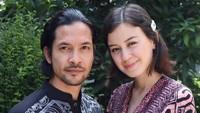 Pernikahan dan resepsi pasangan bintang film ini berlangsung sederhana dan tertutup. Diketahui, hanya pihak keluarga dan kerabat dekat yang hadir. (Foto: Instagram @edward_akbar)