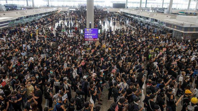 Para pemimpin mahasiswa Hong Kong mengumumkan boikot kegiatan kuliah untuk masa perkuliahan baru selama dua pekan akibat unjuk rasa, Kamis (22/8).