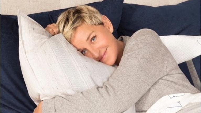 Ellen DeGeneres. Komedian pemenang Emmy Awards ini berada di urutan pertama jumlah followers palsu terbanyak. Terhitung sekitar 49% jumlah followers di akun Instagram Ellen adalah palsu.