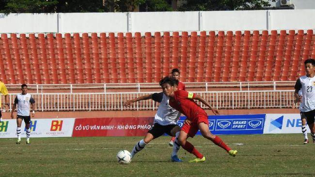 Timnas Indonesia U-18 bermain imbang tanpa gol melawan timnas Myanmar di babak pertama dalam laga lanjutan Grup A Piala AFF U-18 di Stadion Thong Nhat.