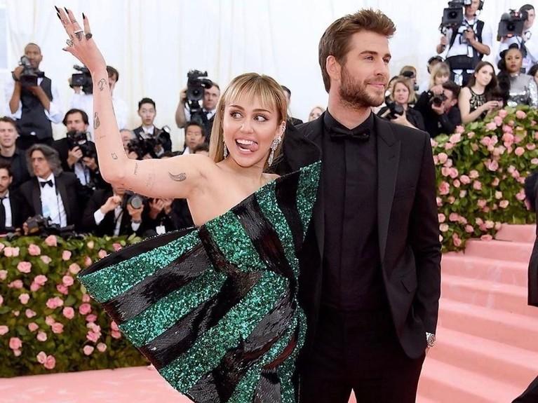 Selama menikah dengan Liam Hemsworth, kabarnya Miley tidak suka dipanggil istri. Menurutnya, dia tidaklah mirip dengan stereotip seorang istri pada umumnya.