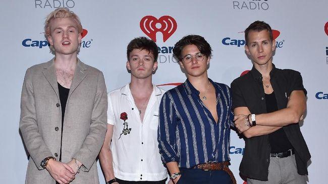 Band The Vamps mengumumkan menunda konser di Jakarta malam ini karena mereka terjebak di Hong Kong yang sedang dilanda kerusuhan.