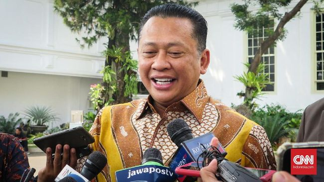 Ketua MPR Bambang Soesatyo mengatakan saat ini tidak ada pembicaraan ihwal kemungkinan amendemen UUD 1945 terkait masa jabatan presiden.