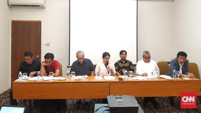 Masyarakat sipil menolak RUU Pertanahan karena dinilai tak menjawab lima pokok krisis agraria. Mereka mendesak pemerintah dan DPR membatalkan RUU tersebut.