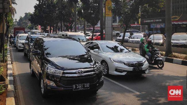 Pemerintah Provinsi DKI Jakarta resmi menaikkan pajak Bea Balik Nama Kendaraan Bermotor (BBN-KB) sebesar 2,5 persen menjadi 12,5 persen.