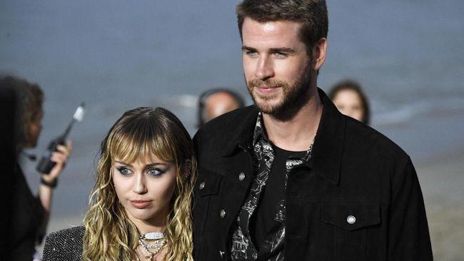 Liam Hemsworth disebut baru tersadar Miley Cyrus ingin berpisah darinya melalui unggahan penyanyi Malibu itu di Instagram.