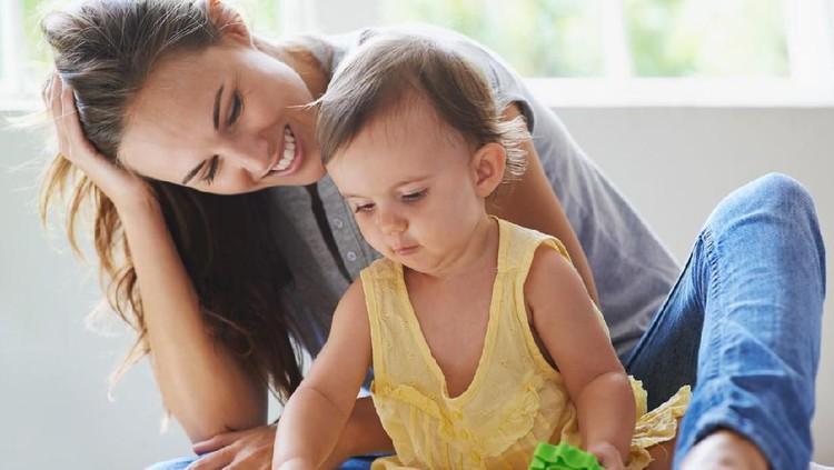 Ada solusi mudah untuk ibu rumah tangga (IRT) menjaga kebugaran meski cuma di rumah. Bonusnya berat badan bisa turun lho.