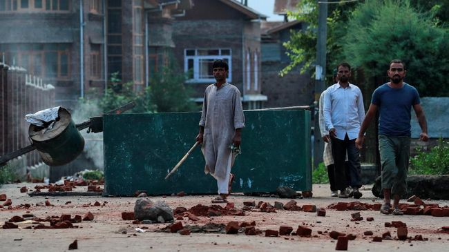 Sikap netral Indonesia soal Kashmir hingga pemerintah Malaysia pertimbangkan status Zakir Naik.