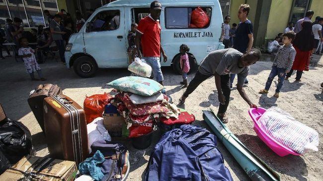Gubernur DKI Anies Baswedan menyebut pihaknya telah melaksanakan tugas kemanusiaan sejak Agustus kepada para pencari suaka yang mengungsi di DKI Jakarta.