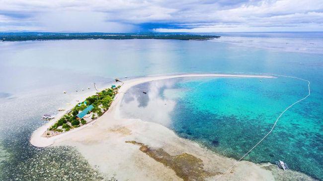 Filipina, sebagai negara dengan garis panjang kelima di dunia, memiliki 'segudang' pantai yang tak kalah memesona dan sangat layak untuk dikunjungi.