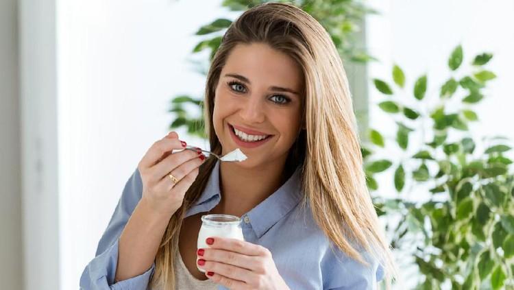 Bagi Bunda yang menyusui, bagus nih konsumsi yoghurt. Salah satunya untuk menjaga kesehatan tulang.
