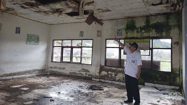 Kementerian PUPR mengatakan percepatan rehabilitasi sekolah dan madrasah berdasarkan instruksi Presiden Joko Widodo pada Juli 2018 lalu.