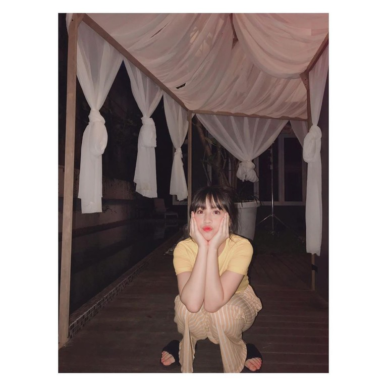 Zara diketahui kini sedang sibuk membintangi beberapa film Indonesia.