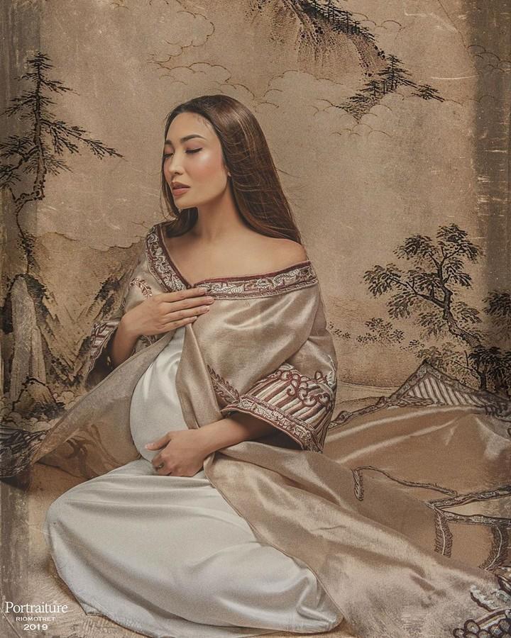 Penampilan Ayu Dewi semakin cantik saja di kehamilan ketiganya yang sudah memasuki bulan ke-tujuh.