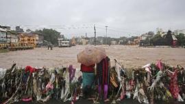 FOTO: Bayang Banjir Susulan Usai Ratusan Orang Tewas di India