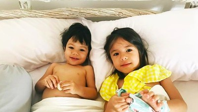 Potret Menggemaskan Mila & Noam, Kakak Adik Anak Daniel Mananta