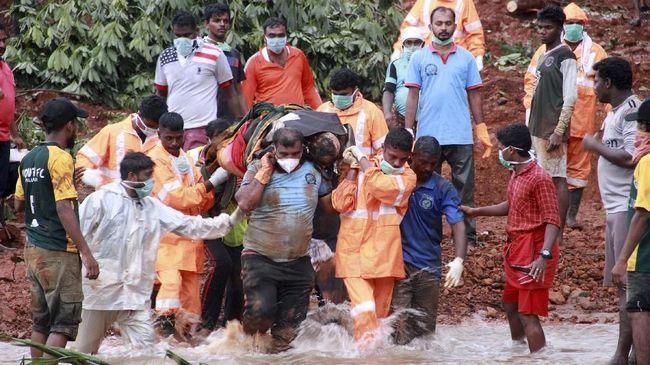 Setidaknya 100 orang tewas akibat terjangan hujan muson yang melanda kawasan utara India selama tiga hari belakangan terhitung hingga Senin (30/9).