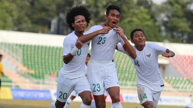 Pelatih Timnas Indonesia U-18, Fakhri Husaini, kurang puas dengan penampilan skuat Merah Putih meski menjadi juara Grup A Piala AFF U-18 2019.