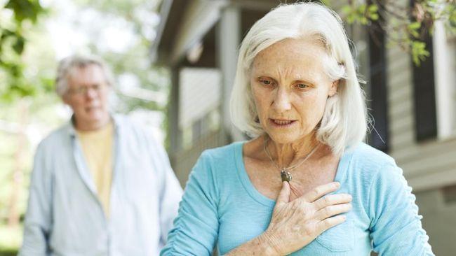 Serangan jantung bisa terjadi dalam kondisi tak terduga. Karenanya, kenali tahapan pertolongan pertama pada serangan jantung.