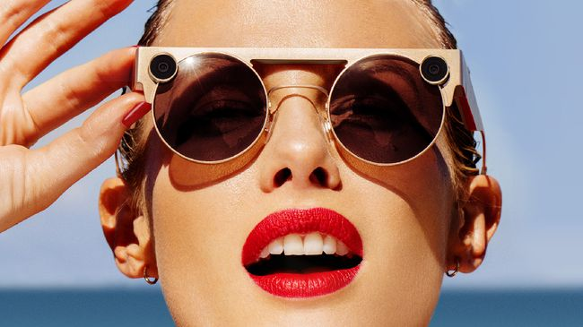 Induk perusahaan Snapchat, Snap kembali memperkenalkan generasi ketiga kacamata pintar Spectacles.