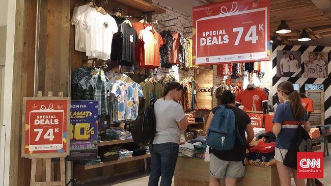 Sejumlah mal di Jakarta memberikan diskon besar-besaran hingga 74 persen dalam ajang Indonesia Great Sale 2019.