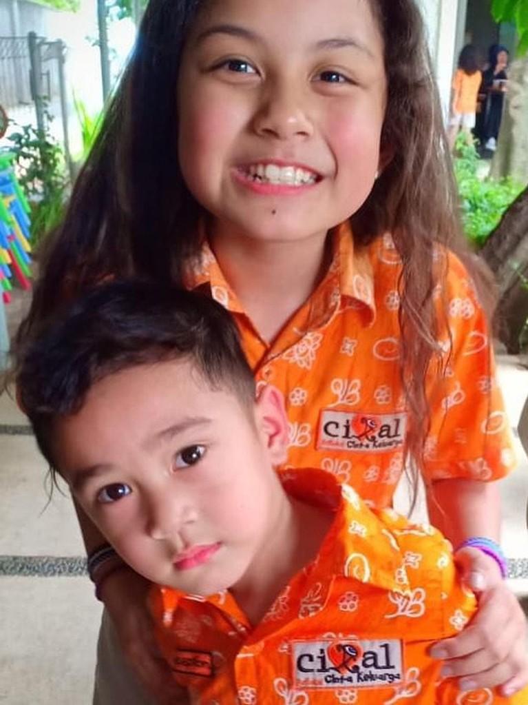 Memasuki sekolah Taman Kanak-kanak, Rafathar terdaftar di Cikal yang merupakan salah satu sekolah termahal di Jakarta. Biaya masuknya sendiri mencapai Rp40 juta dengan SPP Rp3,8 juta.