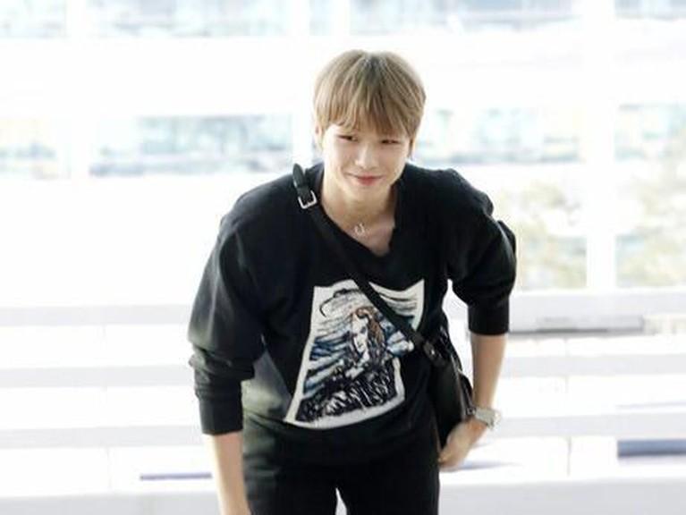 Kang Daniel tampil saat saat berada di bandara Incheon untuk menuju ke Singapura. Ia melakukan fan meeting di negara tersebut.