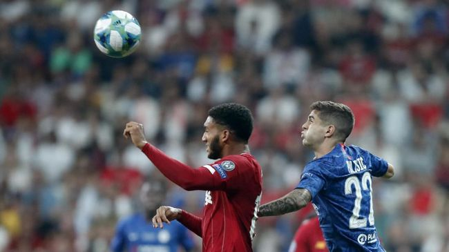 Wajah pemain Liverpool, Joe Gomez terluka usai insiden dengan pemain Manchester City Raheem Sterling di kantin timnas Inggris.
