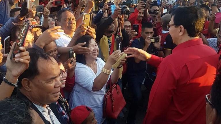 Sempat diisukan masuk ke dalam nama calon menteri Jokowi, Ahok mengaku kini hanya ingin fokus untuk mendatangi daerah-daerah bersama para pengurus PDI Perjuangan.